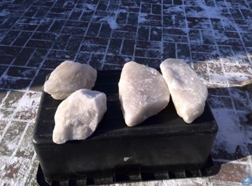 Соль поваренная крупнокусковая каменная для животных  1кг  (Иран)