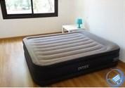 Кровать надувная двуспальная с насосом Intex 64136 (152х203х42)